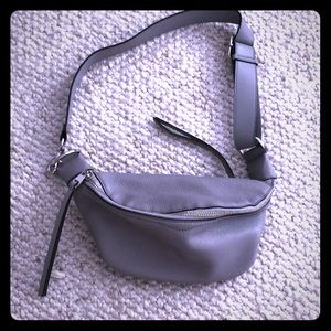 Belt bag.